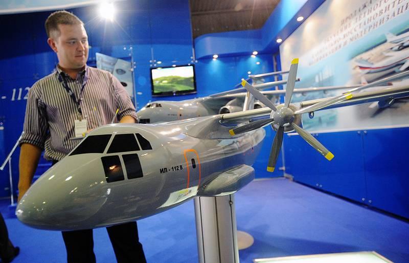 Модель транспортного самолета Ил-112В.