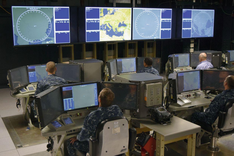 Центральный командный пункт американского объекта противоракетной обороны Naval Support Facility (NSF) Aegis Ashore в Девеселу (Румыния) на этапе наладочных испытаний. Май 2015 года.