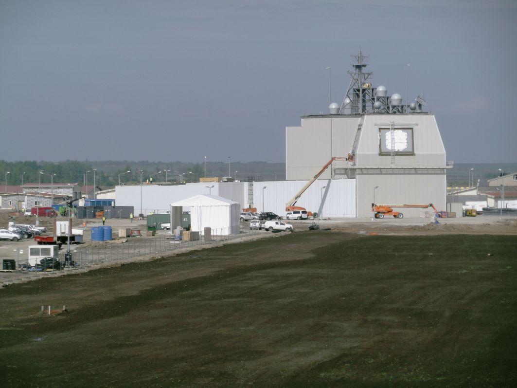 Американский объект противоракетной обороны Naval Support Facility (NSF) Aegis Ashore в Девеселу (Румыния) на завершающей стадии строительства. Начало мая 2015 года.
