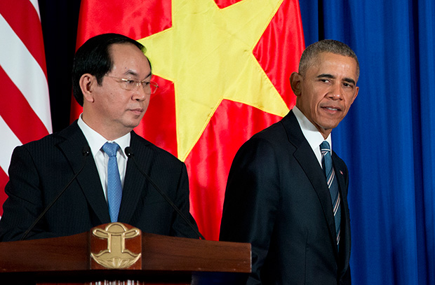 Президент США Барак Обама во время визита во Вьетнам.