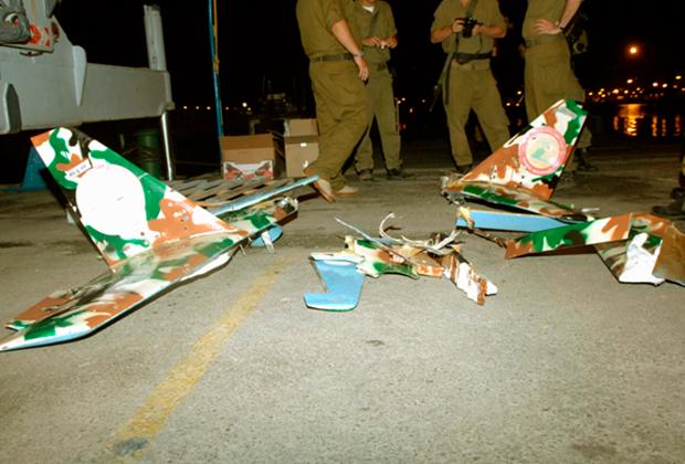 Обломки сбитого израильскими военными БПЛА ливанского шиитского движения «Хезболла».