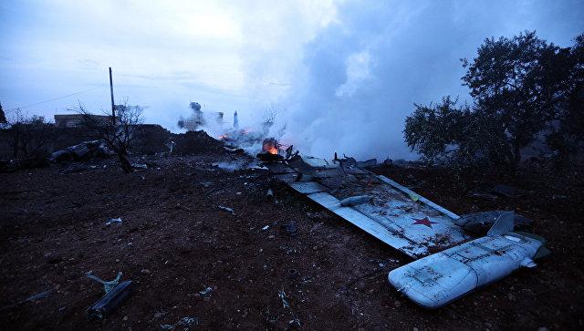 Обломки сбитого боевиками российского самолета Су-25 в Сирии. 3 февраля 2018.