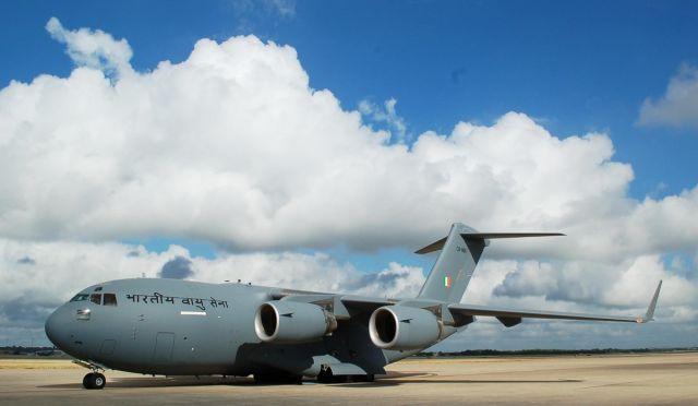 Одиннадцатый полученный ВВС Индии американский тяжелый военно-транспортный самолет Boeing C-17A Globemaster III (индийский военный номер СВ-8011, серийный номер F-272, заводской номер 50272), август 2019 года