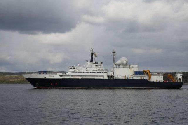 """Океанографическое исследовательское судно """"Янтарь""""."""
