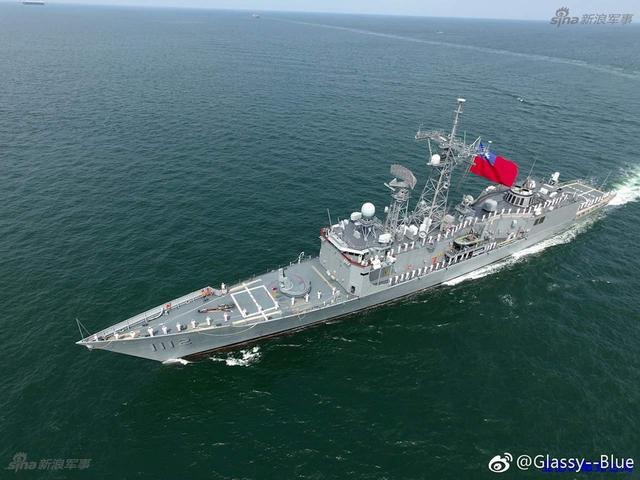 Прибытие на Тайвань одного из двух приобретенных для ВМС Китайской Республики бывших американских фрегатов типа Oliver H. Perry - PFG 1112 Feng Chia (бывший американский FFG 51 Gary). Цзо Ин (Гаосюн), 13.05.2017.