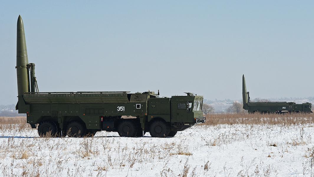 """Оперативно-тактические ракетные комплексы """"Искандер-М""""."""
