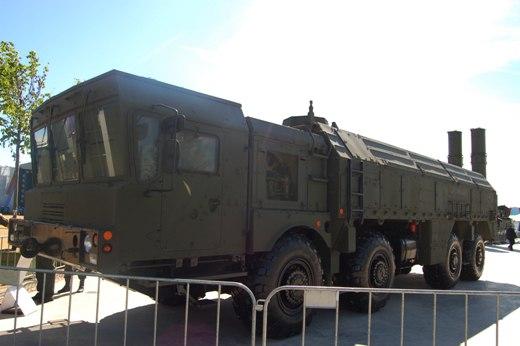 """Оперативно-тактический ракетный комплекс """"Искандер""""."""