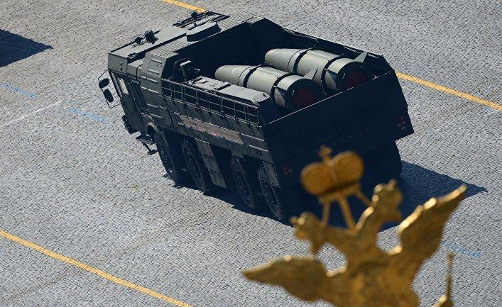 """Оперативно-тактический ракетный комплекс ПУ """"Искандер-М""""."""