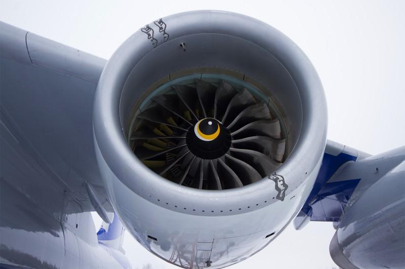 Опытный двигатель ПД-14 №100-07 под крылом летающей лаборатории Ил-76ЛЛ.