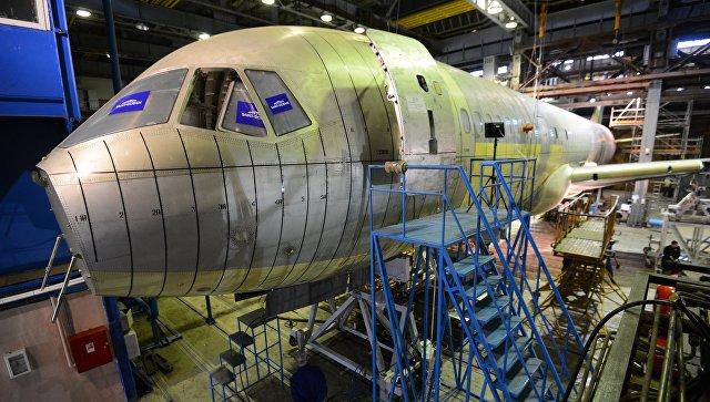 Опытный образец пассажирского самолёта МС-21 в испытательном цехе Центрального аэрогидродинамического института (ЦАГИ) в Московской области.