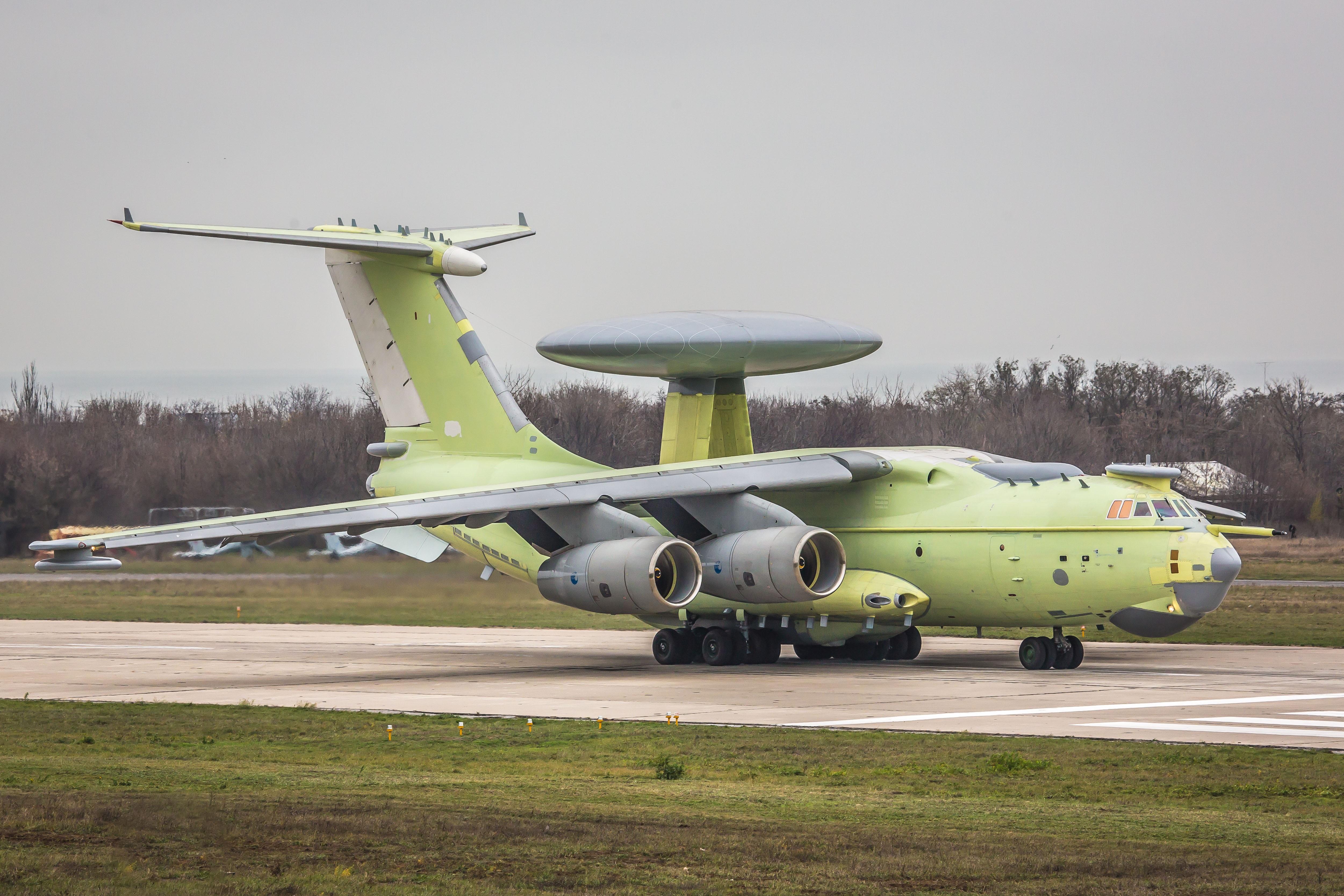 Опытный образец самолета радиолокационного дозора и наведения А-100 перед первым полетом. Таганрог, 18.11.2017.