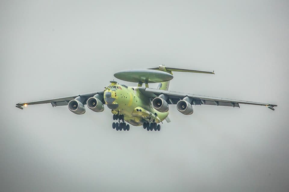Опытный образец самолета радиолокационного дозора и наведения А-100 в первом полете. Таганрог, 18.11.2017.