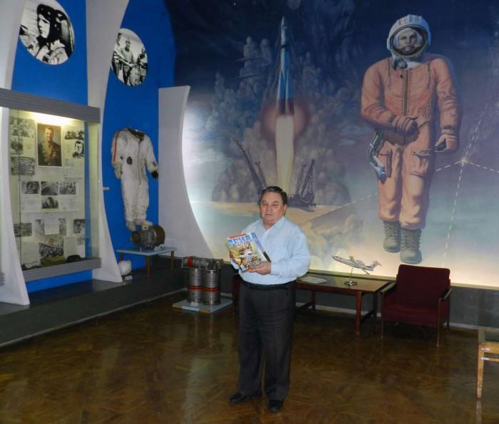 Редактор интернет-сайта  журнала «Авиапанорама» Сергей Бабаин в Музее космонавтики в Оренбурге.