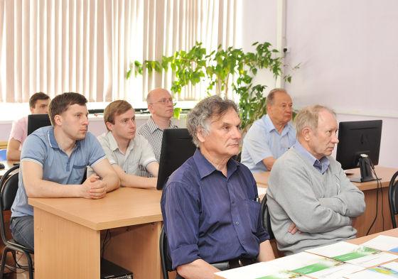 Представители конструкторских и технологических служб ОАО «АПЗ»