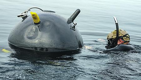 Особую опасность в Персидском заливе представляют морские мины. Фото с сайта www.navy.mil