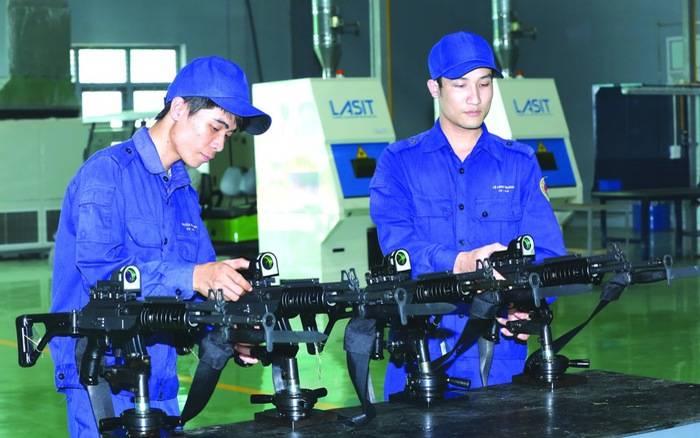 """Крупнокалиберная снайперская винтовка ОСВ-96 """"Взломщик"""" для ВС Вьетнама."""