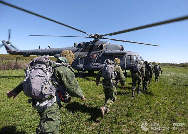 Отработка десантирования с вертолетов Ми-8АМТШ. Архивное фото