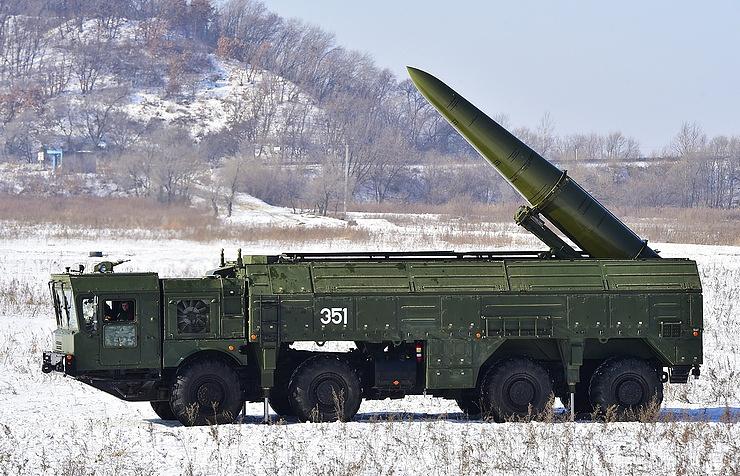 """Оперативно-тактический ракетный комплекс """"Искандер-М""""."""