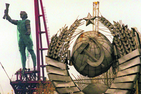 Памятник Петру I появился в Москве при содействии ДПФ. Фото Reuters