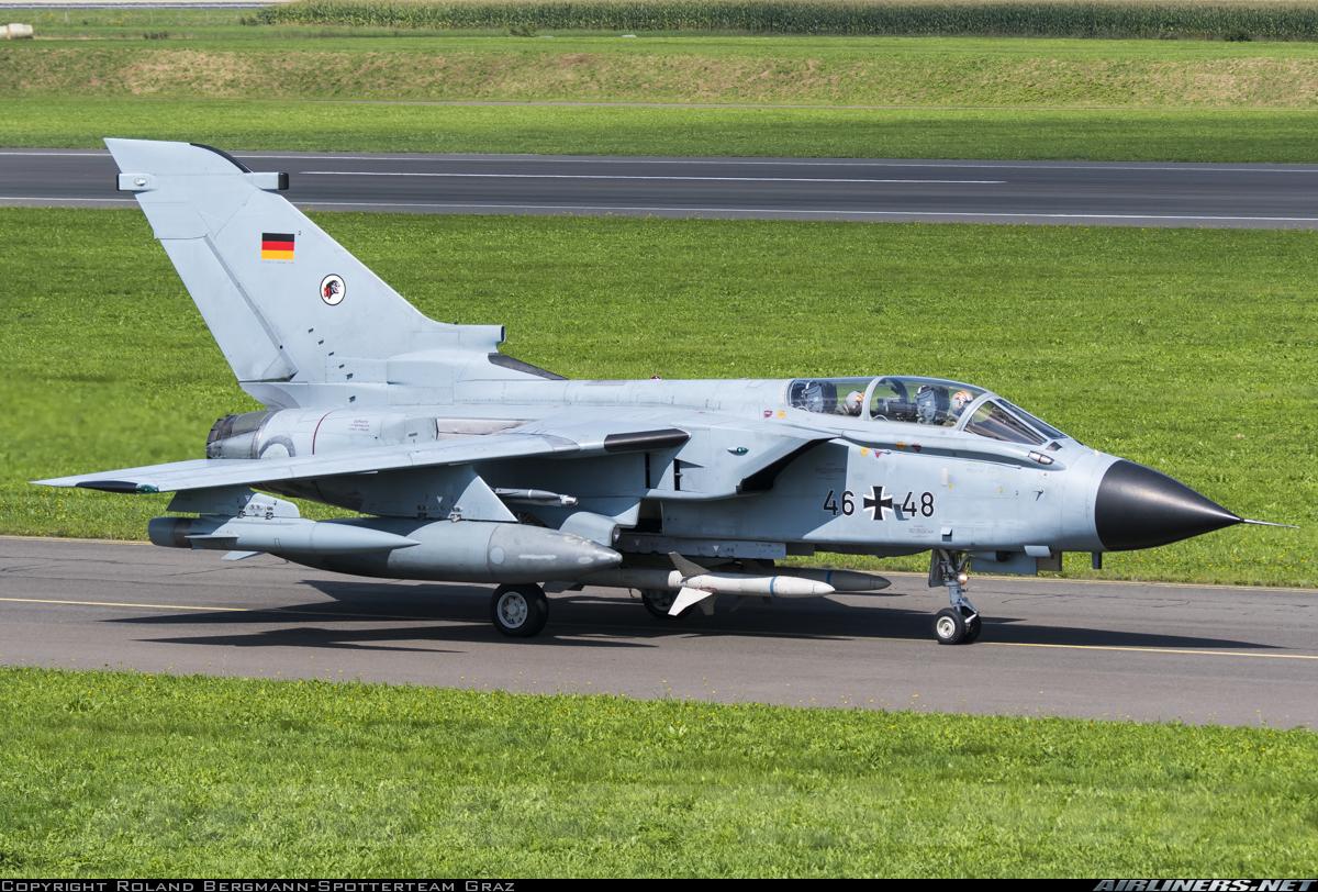 Самолет РЭБ Panavia Tornado ECR (бортовой номер 46+48, серийный номер 881/GS281/4348) ВВС ФРГ, 31.08.2016.