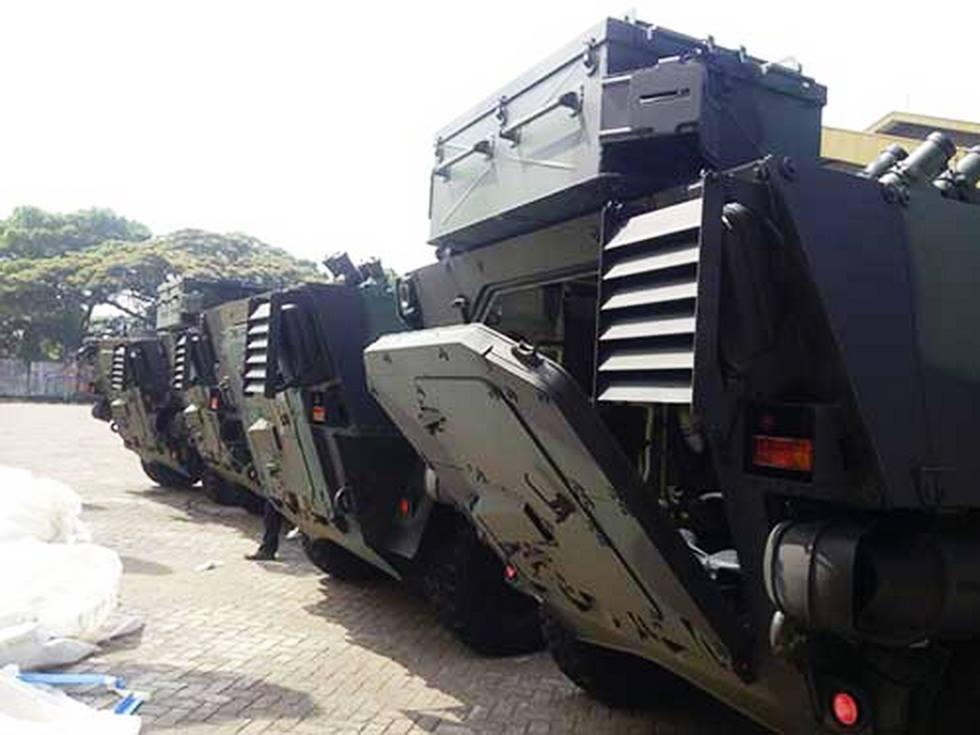 Первые четыре бронированные машины Pandur II с колесной формулой 8х8, полученные армией Индонезии по контракту с чешской компанией Excalibur Army. Вооружение на машины пока что не установлено. Бандунг, 14.09.2017.