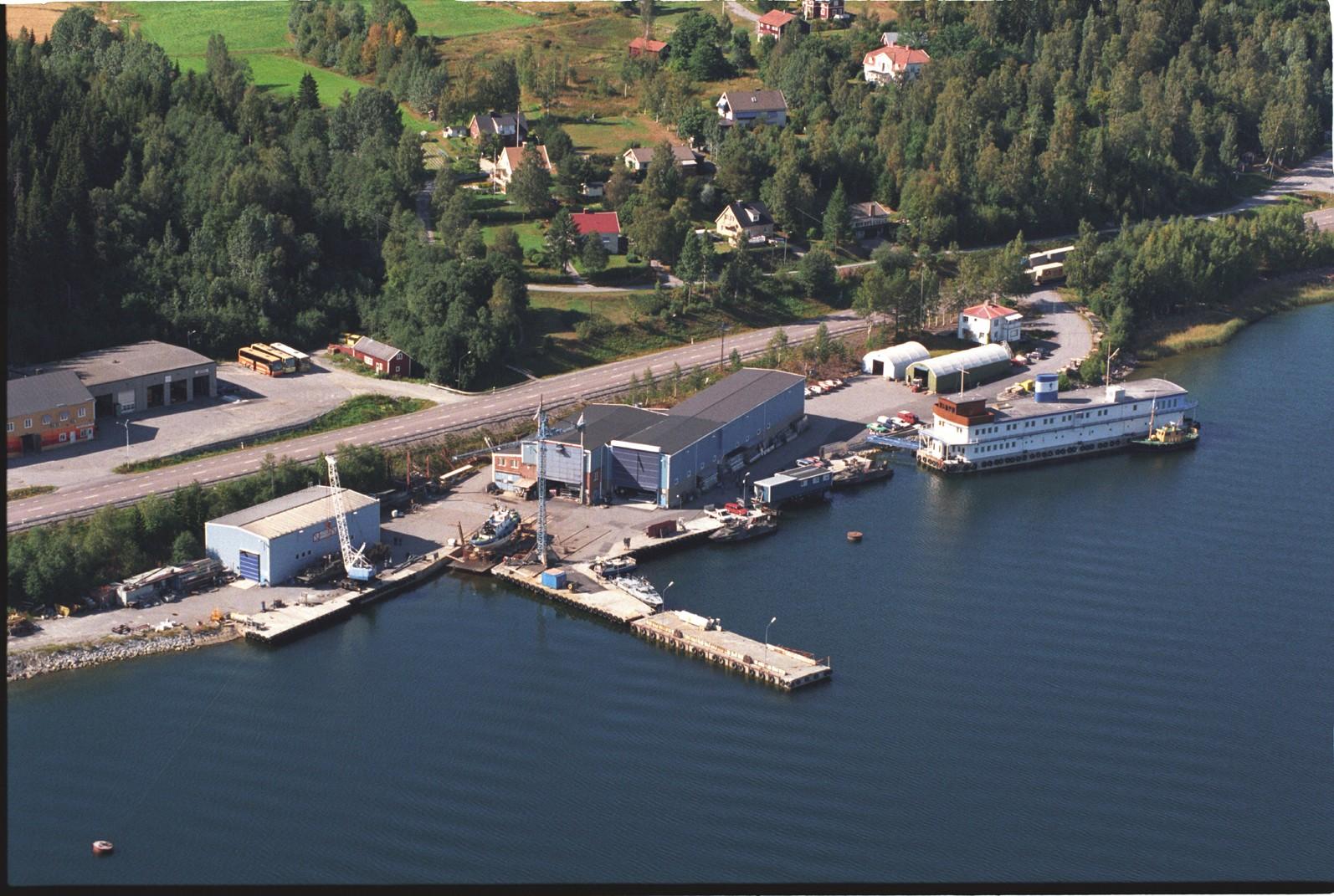 Панорамный вид приобретаемой шведской группой Saab AB судостроительной верфи N. Sundin Dockstavarvet AB в Докста (Швеция).