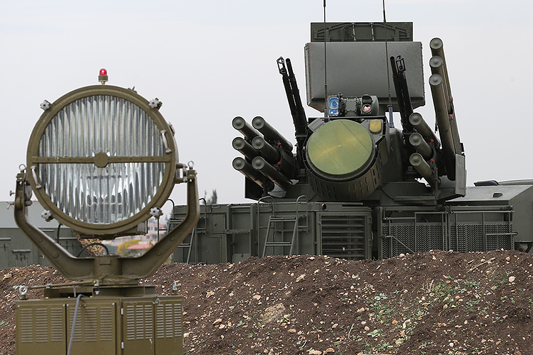 """""""Панцирь-С"""" на аэродроме Хмеймим в Сирии."""