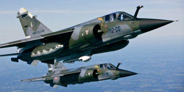 Пара истребителей Dassault Mirage F.1 (регистрация 112-NG и 112-СG) ВВС Франции