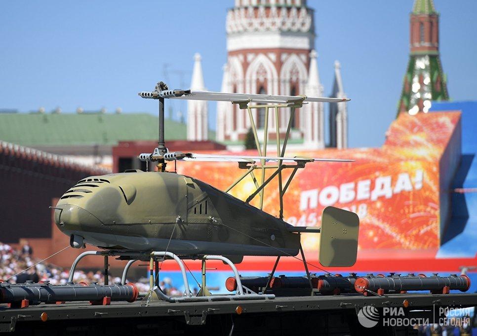 """Беспилотный летательный аппарат вертолетного типа """"Катран"""" на военном параде, посвященном 73-й годовщине Победы в Великой Отечественной войне."""