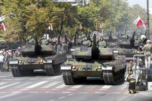 Военный парад в Варшаве.