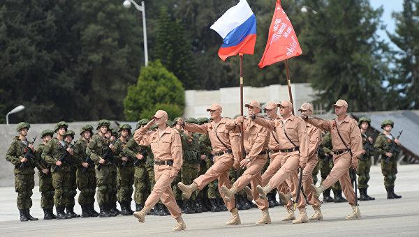 Военный парад в честь 71-й годовщины Победы в Великой Отечественной войне на российской авиабазе Хмеймим в Сирии.
