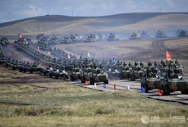 Парад участников военных маневров Восток-2018