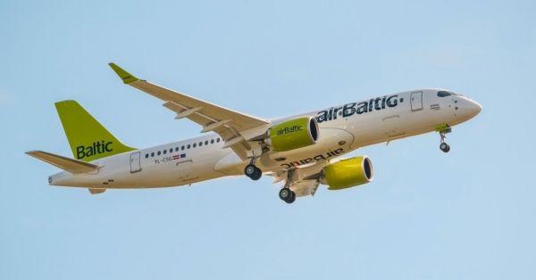 Пассажирский самолет Bombardier CS300-BD-500-1A11 (регистрационный номер YL-CSG, серийный номер 55009) авиакомпании airBaltic - девятый поставленный с
