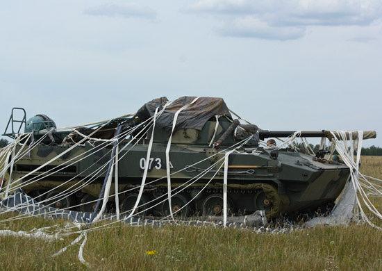 Успешное приземление боевой машины десанта БМД-4М с помощью ПБС-950У