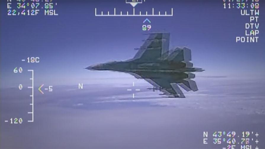 Перехват самолета-разведчика американского флота EP-3 российским самолетом Су-27.