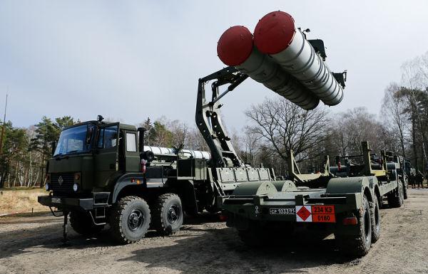 """Перезарядка зенитного ракетного комплекса С-400 """"Триумф"""""""