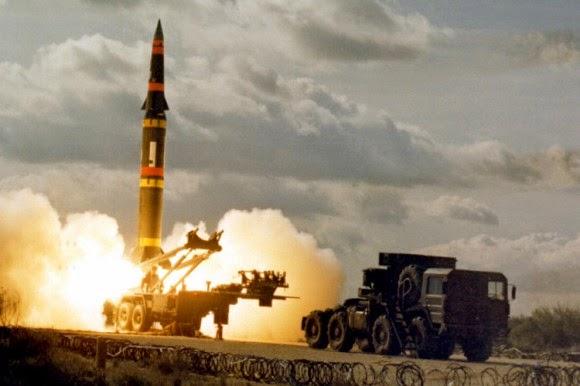 Твердотопливная двухступенчатая баллистическая ракета средней дальности мобильного базирования MGM-31C Pershing II