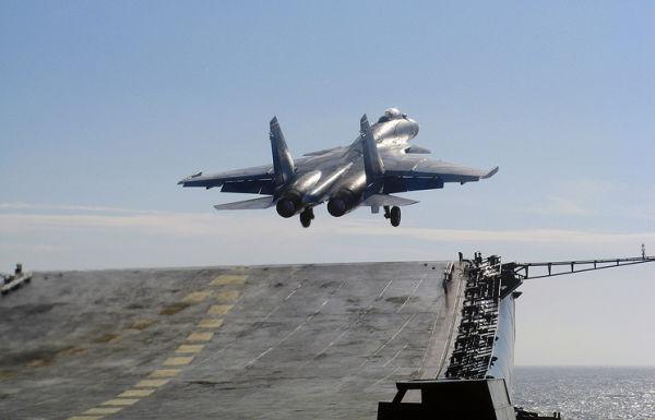 Взлёт Су-33 с Адмирал Кузнецов