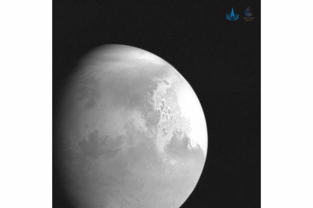 Первая фотография Марса от китайского зонда «Тяньвэнь-1»