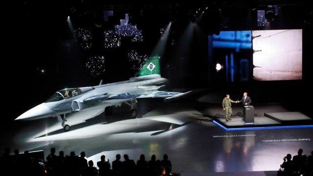 Первый Gripen E для ВВС Бразилии, поставленный из Швеции