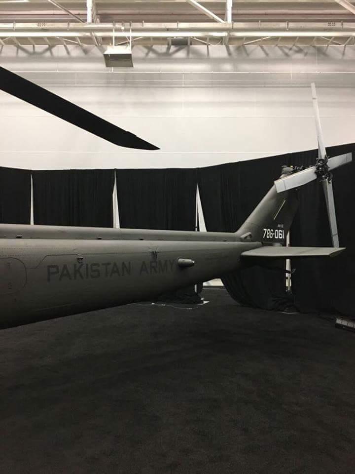 """Первый боевой вертолет Bell AH-1Z Viper, построенный для армейской авиации Пакистана (пакистанский бортовой номер """"786-061"""")."""