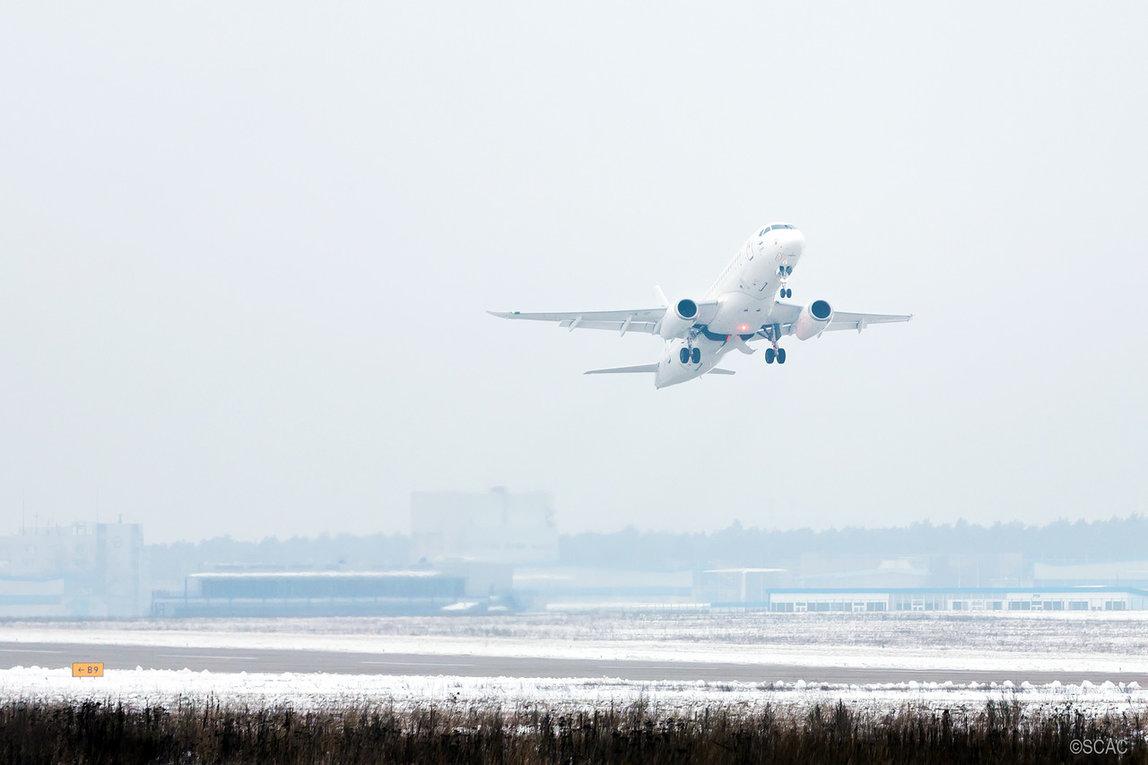 Первый испытательный полет самолета Sukhoi SuperJet SSJ100 (заводской номер 95032, регистрационный номер 97006) с установленными саблевидными законцовками крыла. Жуковский, 21.12.2017.