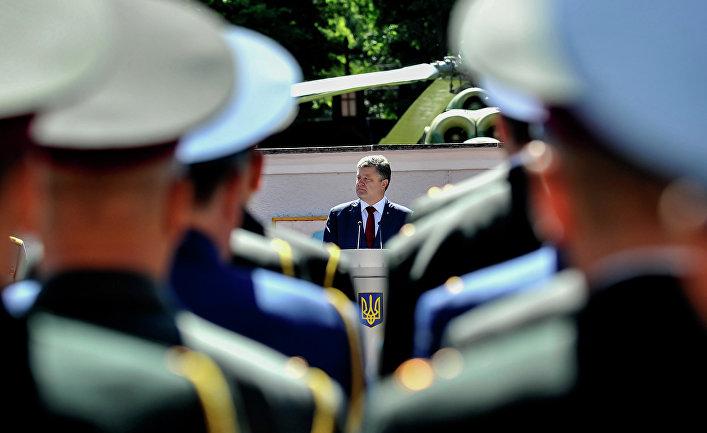 Петр Порошенко принял участие в торжествах по случаю выпуска в Университете обороны Украины.