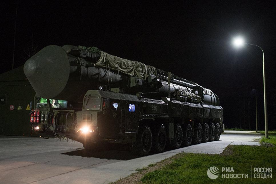 """ПГРК """"Ярс"""" Новосибирского ракетного соединения перед выходом на маршруты боевого патрулирования."""