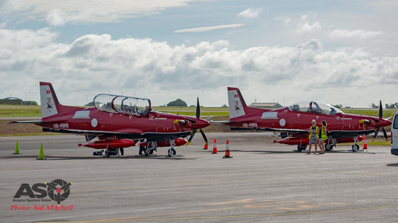 Первые два турбовинтовых учебно-тренировочных самолета Pilatus PC-21, построенных для Королевских ВВС Австралии, по прибытии в Австралию на авиабазе Дарвин. 17.02.2017.
