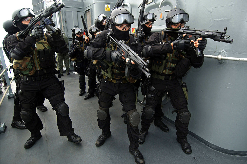 Немецкии пистолеты-пулеметы MP5.