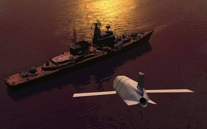 Противокорабельная ракета большой дальности AGM-158C LRASM.