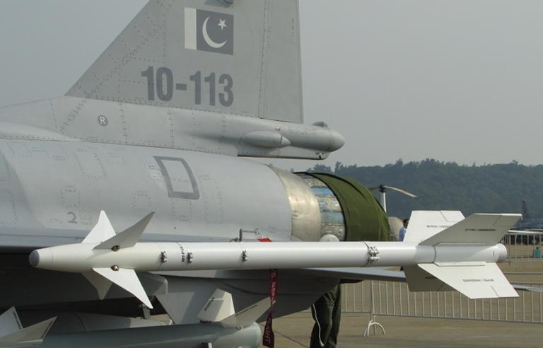 УР воздушного боя малой дальности PL-5Е на истребителе JF-17 ВВС Пакистана.