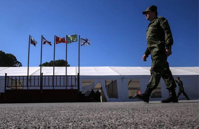 Плац и столовая для российских военнослужащих на авиабазе Хмеймим