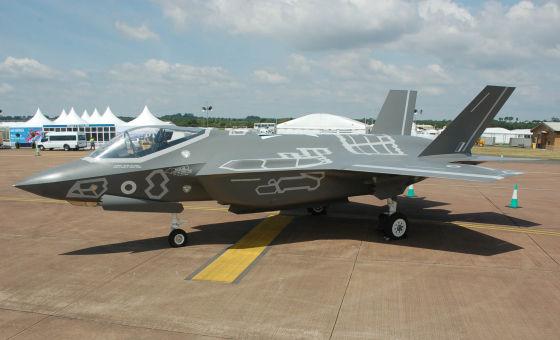 Пластиковая копия F-35,